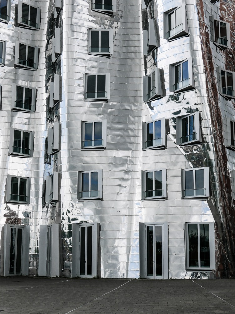 Neue Zollhof, Gebäude B (Gehry - Gebäude)